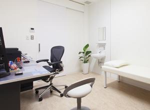 清潔で明るい診察室のイメージ